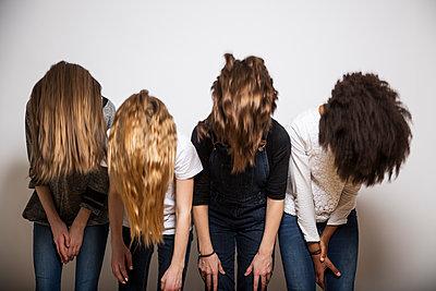 Freundinnen und ihre Haarpracht - p1376m1486902 von Melanie Haberkorn