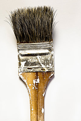 Dirty paintbrush - p647m1113104 by Tine Butter