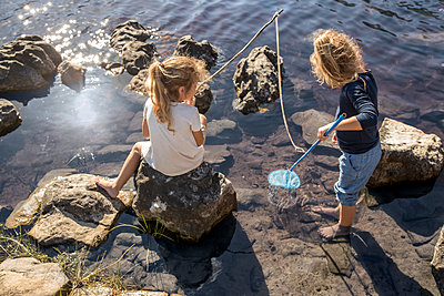 Children on the lakefront - p1355m1574073 by Tomasrodriguez