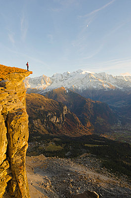 Europe, France, French Alps, Haute Savoie, Chamonix, hiker with Mt Blanc in the background MR - p652m716729 by Christian Kober