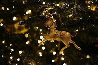 Deer figure in the Christmas tree - p1621m2231124 by Anke Doerschlen