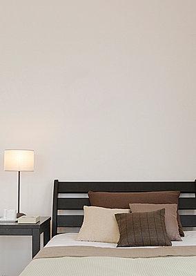 Empty Bedroom  - p307m660335f by AFLO