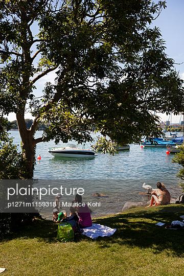 Menschen am Zürichsee - p1271m1159318 von Maurice Kohl
