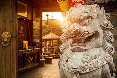 Old town of Lijiang at sunrise, Yunnan, China - p429m2023099 by WALTER ZERLA