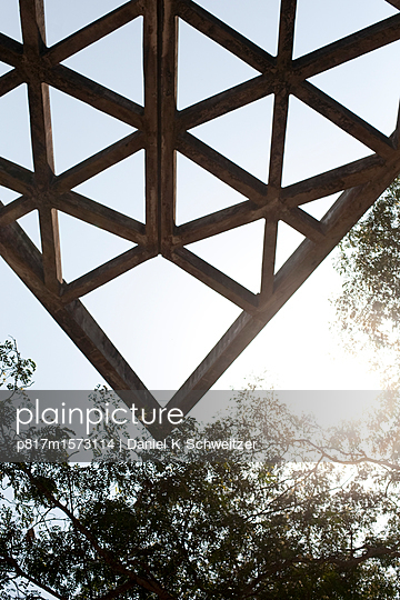 Dachvorsprung - p817m1573114 von Daniel K Schweitzer