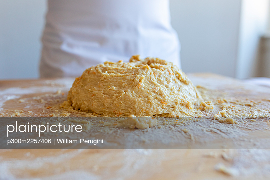 Croissant dough on cutting board in kitchen - p300m2257406 by William Perugini