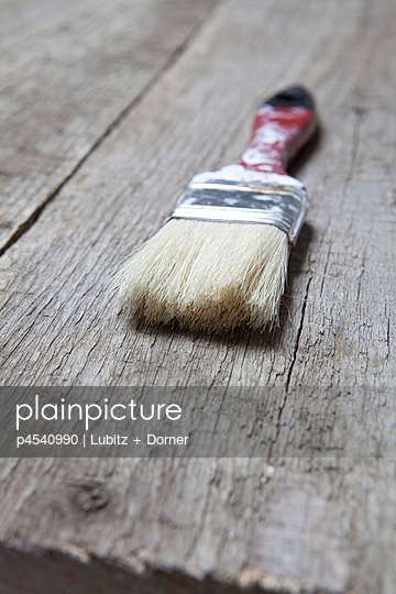 Close-up of a paint brush - p4540990 by Lubitz + Dorner