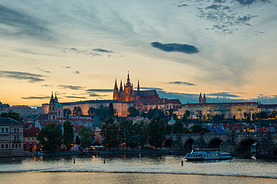 Czech Republic, Prague, Hradcany Castle and St Vitus Cathedral with Vltava River and Charles Bridge at sunset - p300m965288f by Walter G. Allgöwer