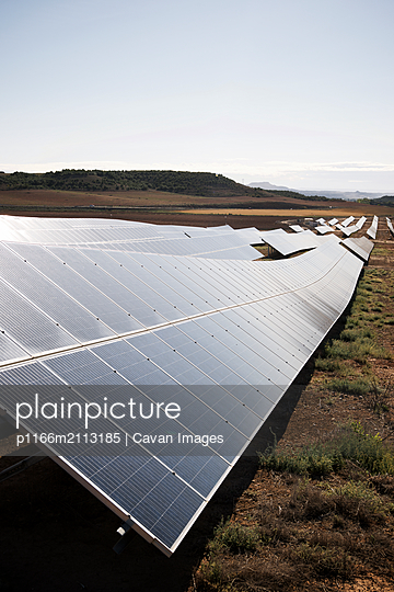 Photovoltaic panels for renewable electric production in Navarra, Spain. - p1166m2113185 by Cavan Images
