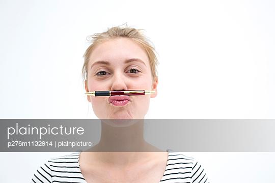 Streak - p276m1132914 by plainpicture