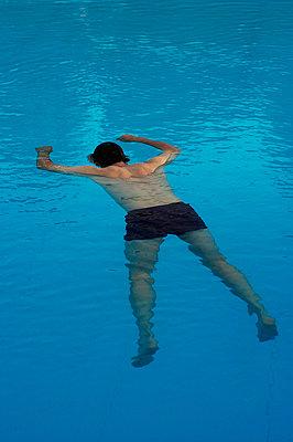 Drowned man - p1028m755002 by Jean Marmeisse