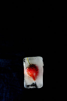 Strawberry in an ice cube - p1412m2065538 by Svetlana Shemeleva