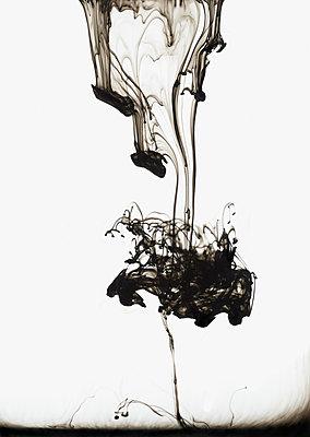 Tinte in Flüssigkeit - p250m2077464 von Christian Diehl