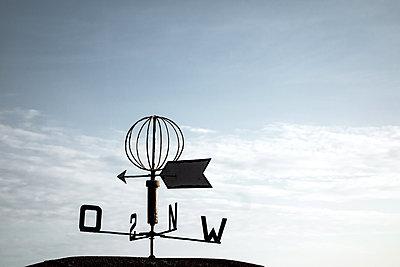 Wetterfahne - p354m1133784 von Andreas Süss