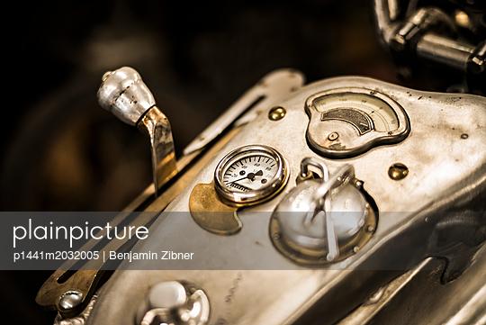 Motorrad - p1441m2032005 von Benjamin Zibner