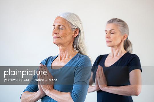 Yoga - p981m2086744 von Franke + Mans