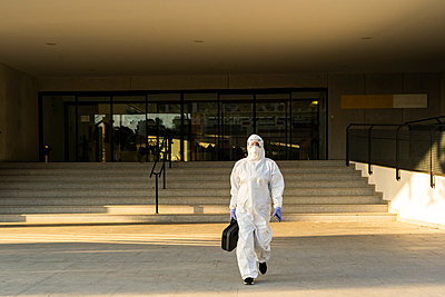 Female scientist wearing protective suit and mask - p300m2170097 by Eloisa Ramos