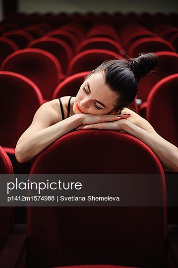 Black-haired girl in an empty concert hall - p1412m1574988 by Svetlana Shemeleva