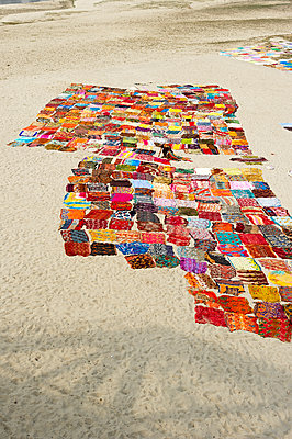 Viele Farben auf dem Sand - p1259m1108689 von J.-P. Westermann