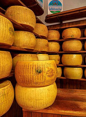 Parmigiano Reggiano, Parmesan cheese, Bologna, Emilia-Romagna, Italy - p651m2135938 by Karol Kozlowski photography