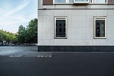 Facade of mId-century modern building, Berlin, Germany - p429m1135554 by JLPH