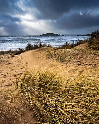 The beach at Bantham during a storm, near Kingsbridge, Devon, England, United Kingdom - p871m2114073 by Baxter Bradford