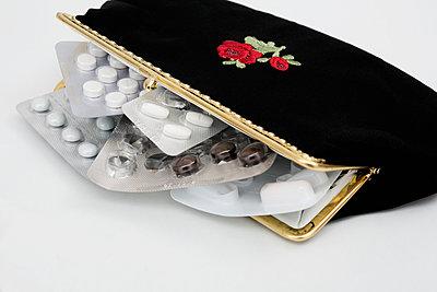 Pills - p1149m1215114 by Yvonne Röder