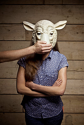 Young woman with animal mask - p586m1007111 by Kniel Synnatzschke