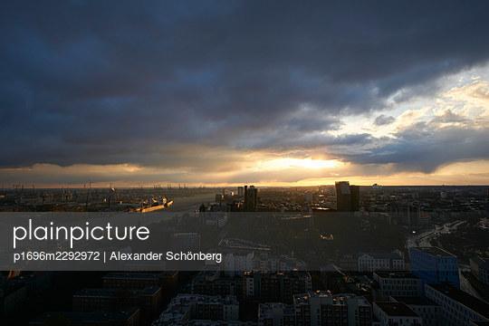 Hamburg - p1696m2292972 by Alexander Schönberg