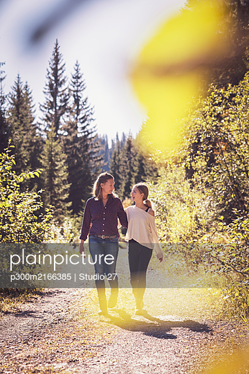 Mother hiking with daughter in the mountains - p300m2166385 by Studio 27