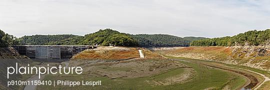 Staudamm Saint Aignan - p910m1159410 von Philippe Lesprit