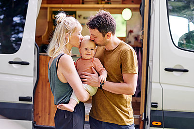 Parents with son in front of their Motor home - p1124m2229039 by Willing-Holtz
