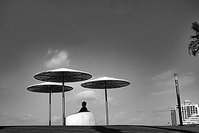 Single man and three parasols - p1484m2150255 by Céline Nieszawer