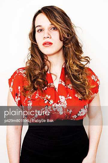 Portrait of a young woman - p429m801596 by Patryce Bak