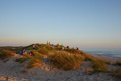 Evening tourism - p454m2160859 by Lubitz + Dorner