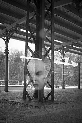 Psycho - p627m1035953 by Hendrik Rauch