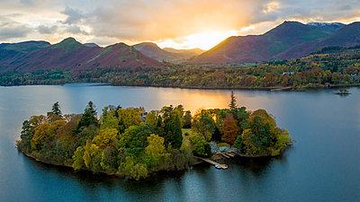 Derwent Water, Lake District National Park, UNESCO World Heritage Site, Cumbria, England, United Kingdom, Europe - p871m1499973 by Gavin Hellier