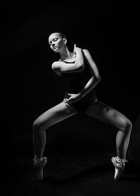 Dancing - p1476m1550379 by Yulia Artemyeva