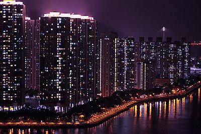 Hong Kong at night - p664m1497329 by Yom Lam