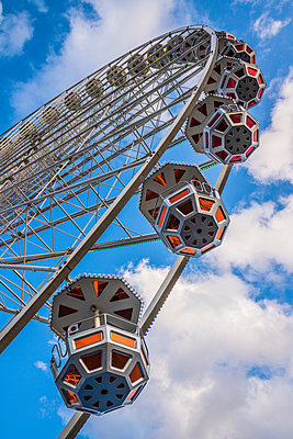 Ferris wheel gondolas - p401m1225594 by Frank Baquet