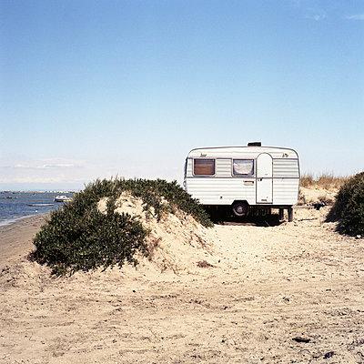 Caravan - p9111462 by Gaëtan Rossier