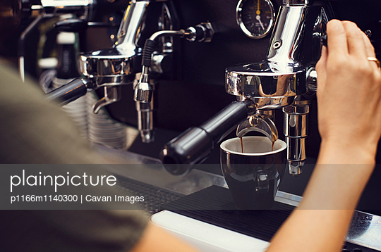 Cropped image of barista making coffee at cafe - p1166m1140300 by Cavan Images