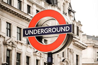 Underground - p1367m1221012 von Teresa Walton