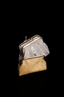 Zwei Glitzer Geldbeutel - p451m1516771 von Anja Weber-Decker
