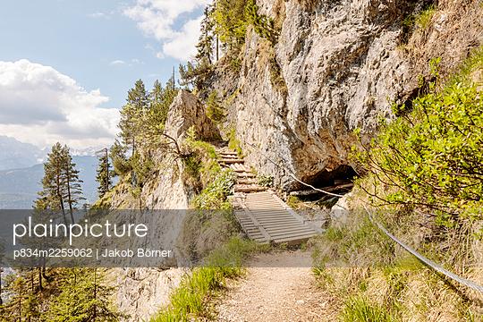 Germany, Bavaria, Secured hiking trail over a wooden bridge - p834m2259062 by Jakob Börner