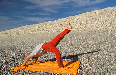 Yoga in der Natur - p2200245 von Kai Jabs