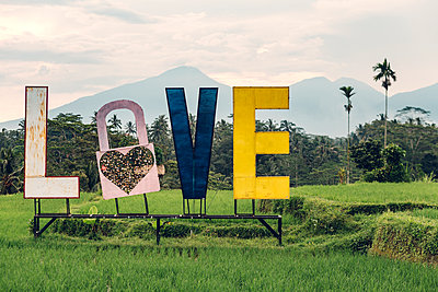 Indonesia, Bali, Love sign, love lock and letters - p300m2016276 by Konstantin Trubavin