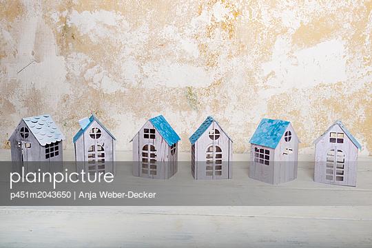 p451m2043650 by Anja Weber-Decker