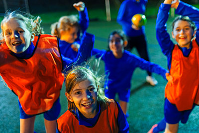 Portrait enthusiastic girls soccer team cheering - p1023m2035271 by Paul Bradbury