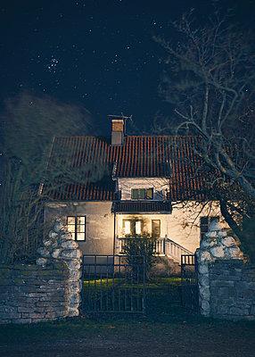 Schwedisches Landhaus bei Nacht - p1124m1195153 von Willing-Holtz